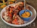 Рецепта Печени мариновани пилешки крилца със сусам, мед, кетчуп и горчица
